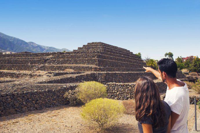 13-ocio-pareja-piramides-de-guimar